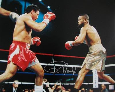 ROY JONES JR SIGNED 16X20 PHOTO - VS VINNY PAZ