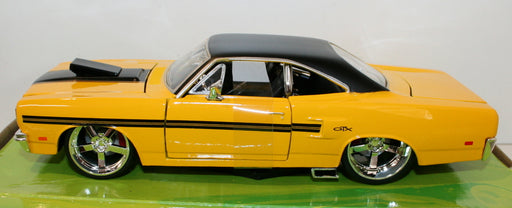 Maisto Classic Muscle 1/24 Scale 31016 - 1970 Plymouth GTX - Yellow