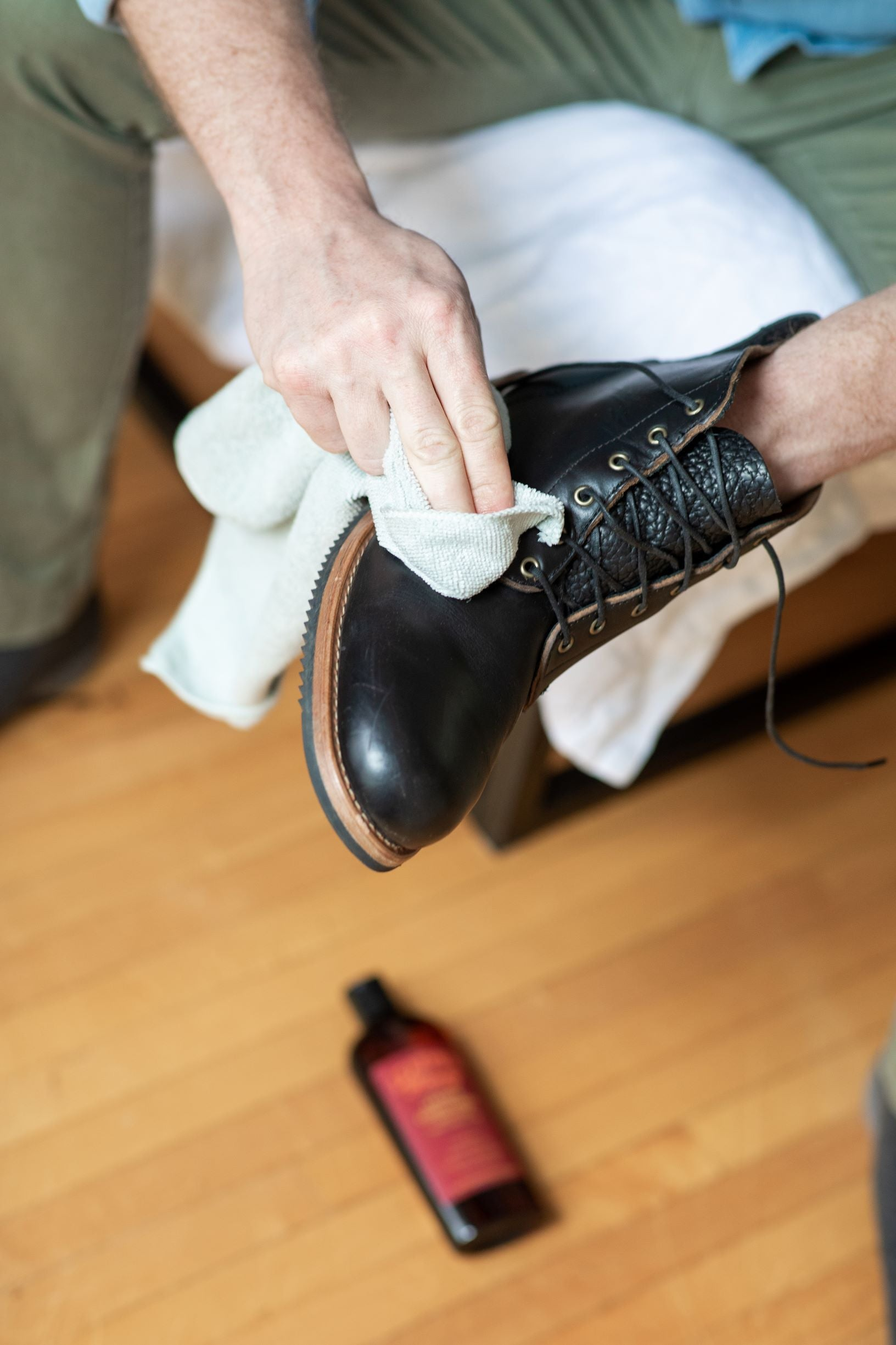 baby wipes to clean leather shoes