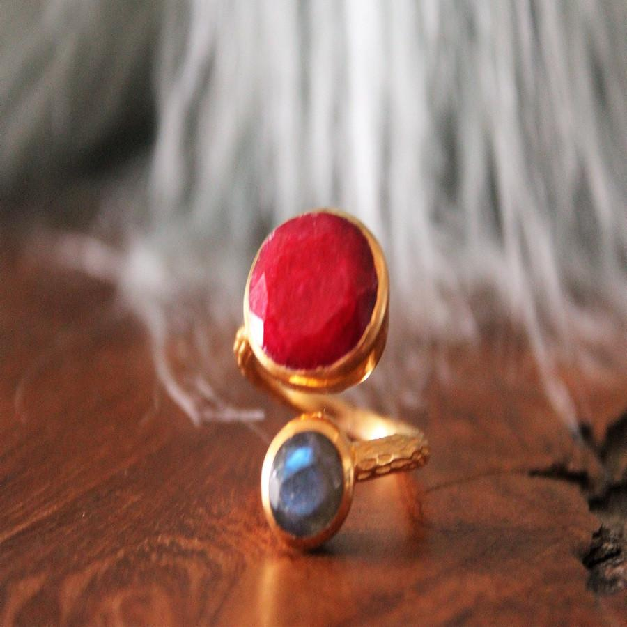Boho Chic golden ring with red and aquamarine stone