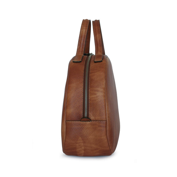 NIce in touch and very spacious bag Philini. Coniac color that fits to any outfit.