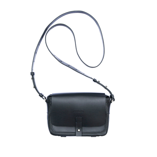 Beautiful and very easy to handle black bag that fit to any sporty or classic look.