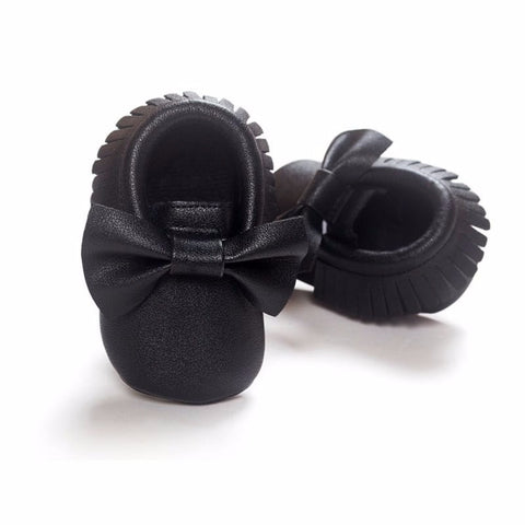 Shiny Black Shoes With Bow