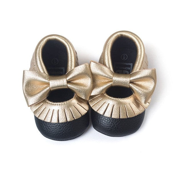 Shiny Black and Gold Shoes With Bow