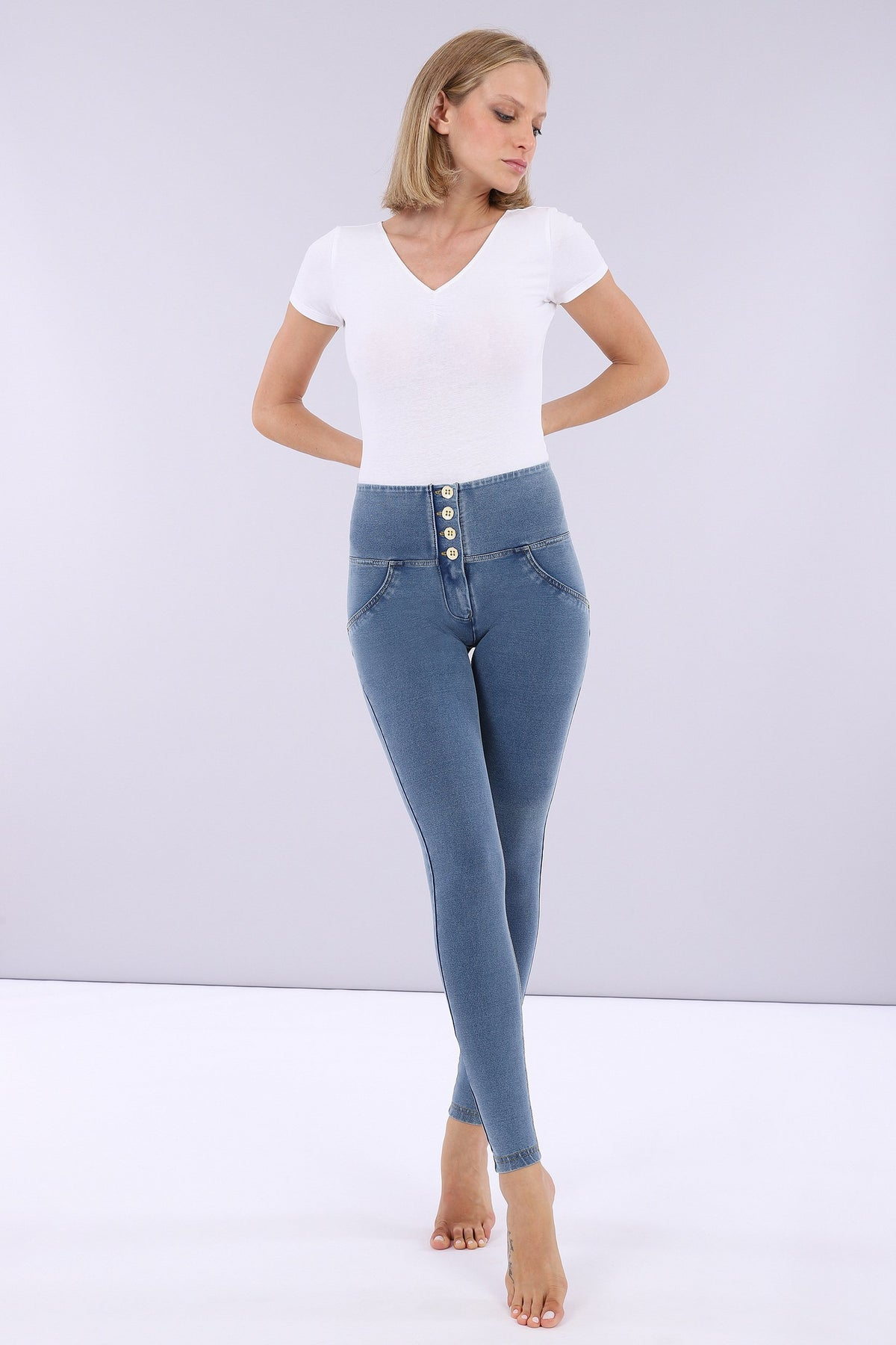 LIGHT DENIM 4 BUTTON HIGH RISE