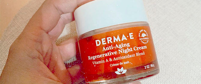 Person holding the Anti Aging Night Cream