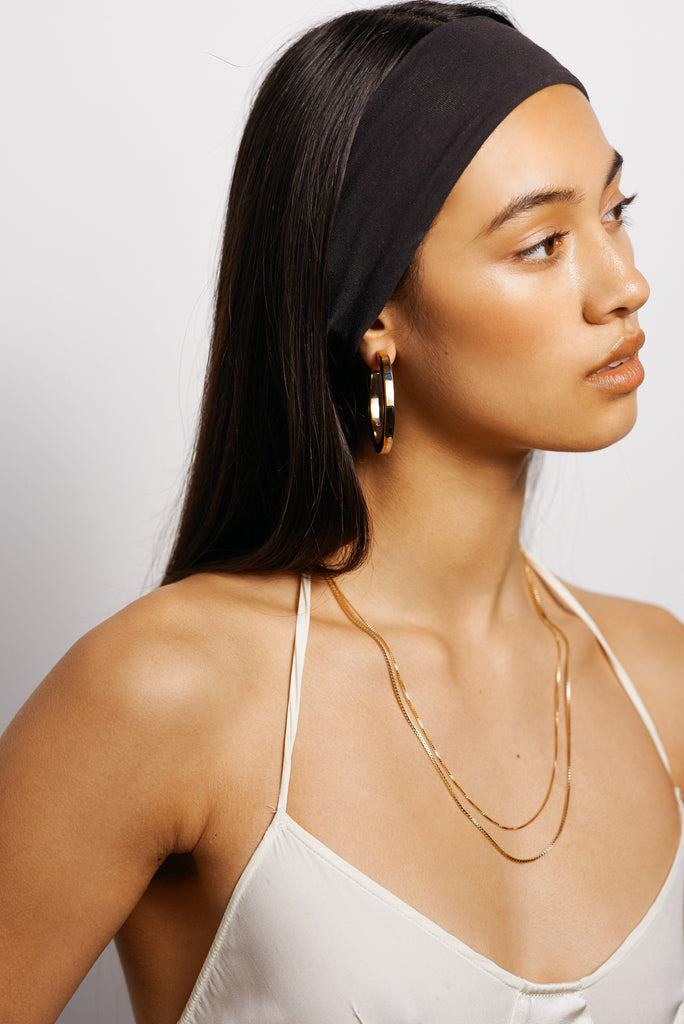 "Model profile view wearing 22"" Thick Vintage Square Chain Necklace bagatiba"
