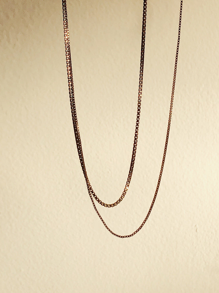 "Zoomed view of 22"" Thick & Thin Vintage Square Chain Necklace bagatiba"