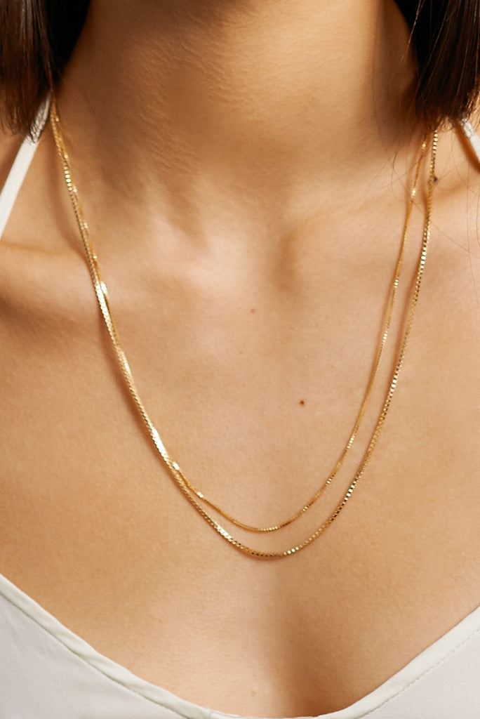 "Cropped view on model of 22"" Thick & Thin Vintage Square Chain Necklace bagatiba"