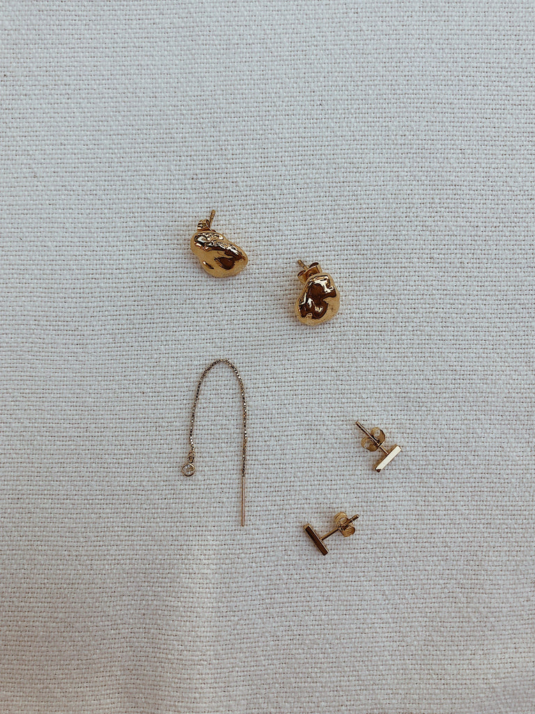 https://cdn.shopify.com/s/files/1/1525/2168/files/thread_gold_peal_stud_bars.mov?1753273013320329680