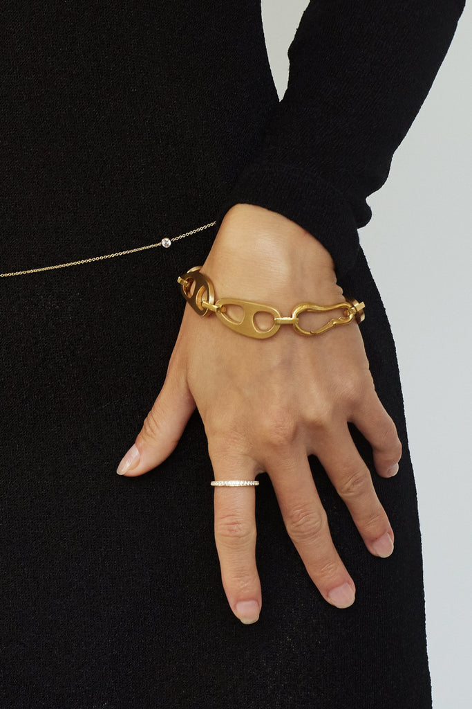 Cropped view on Model of Gold Brushed Tab Bracelet Bracelet bagatiba