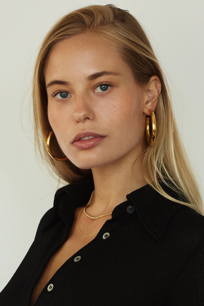 Cropped view of model wearing Gold Hollow Hoops Earrings Bagatiba