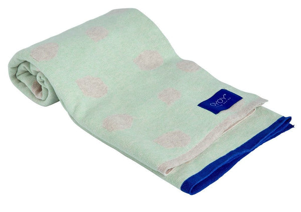 beautiful soft and cosy blanket for babies and children.  It's stylish design and trendy pale mint and blue contrast colour make it a must-have accessory for kids.