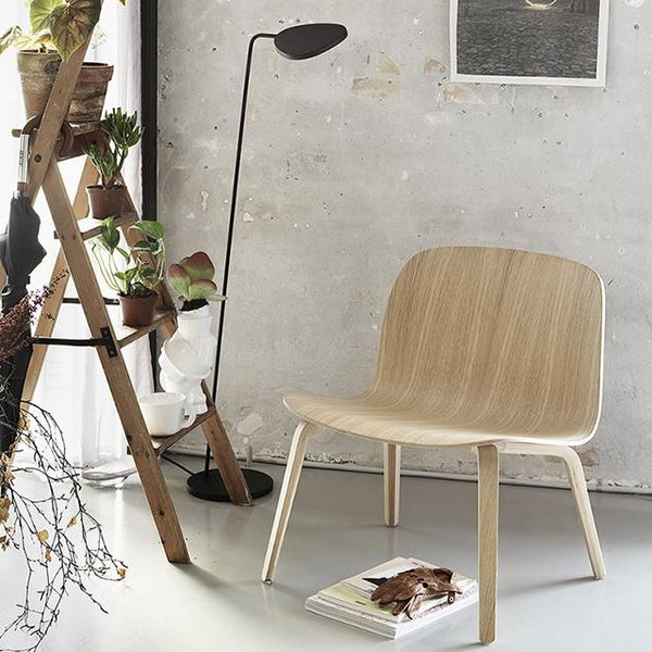 muuto leaf floor lamp black in home lifestyle setting