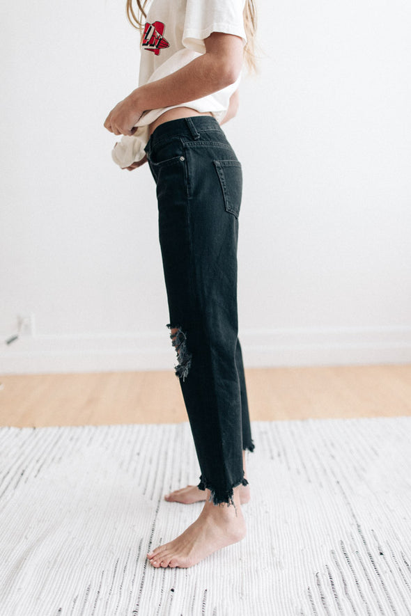 Free People Maggie Mid-Rise Straight-Leg Jeans in Black - Robbie + Co.