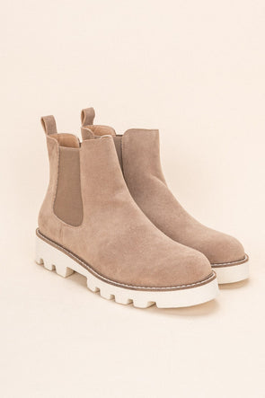 Jessie Chelsea Boot in Latte