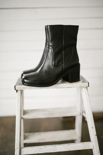 Seychelles Turbulent Boots in Black