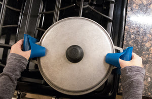 "Silicone ""Pinch"" Oven Mitts {Set of 2}"