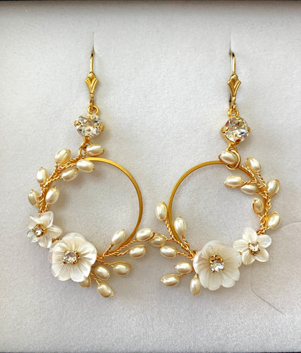 Avesia Earrings