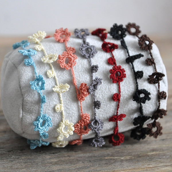 Crochet Flowers Friendship Bracelet by Izabela Motyl