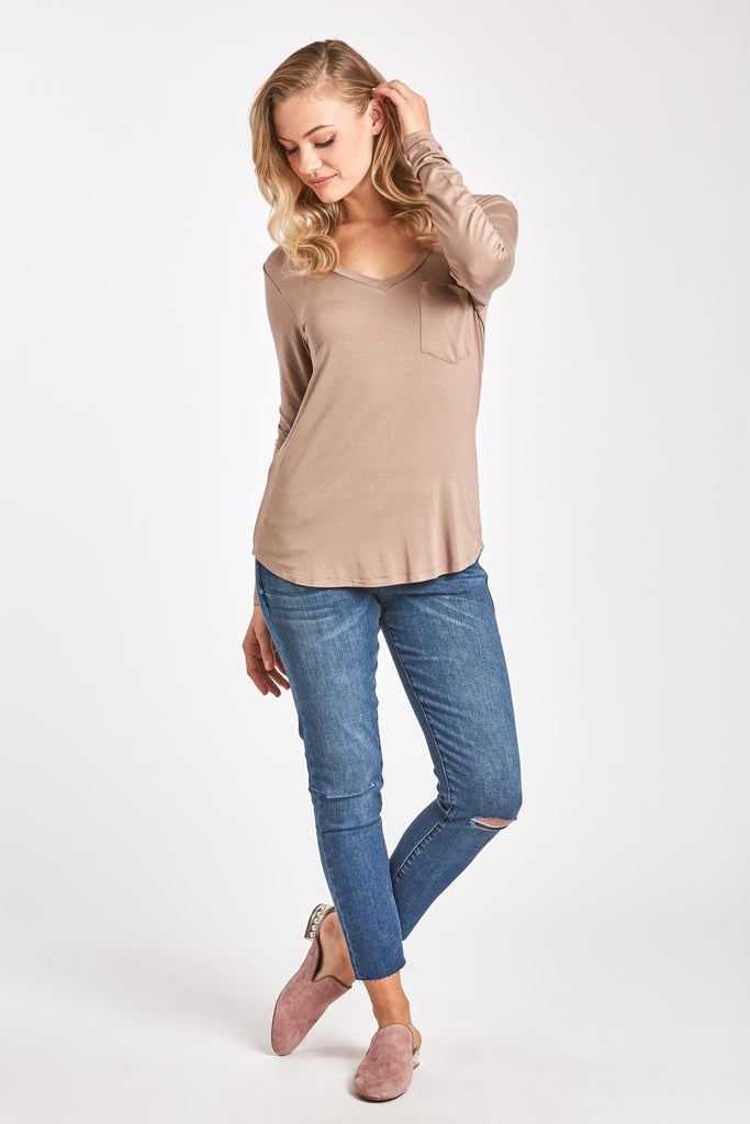 MOLLY VNECK TEE HAZELNUT