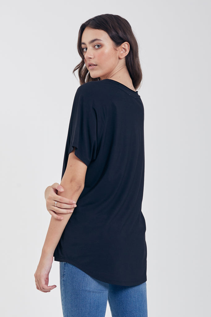 TAYLOR RELAXED FIT V-NECK BLACK