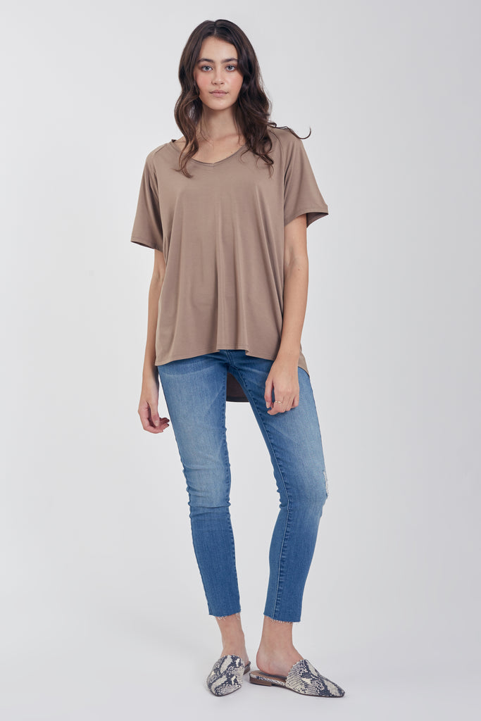 TAYLOR RELAXED FIT V-NECK LIGHT MOCHA