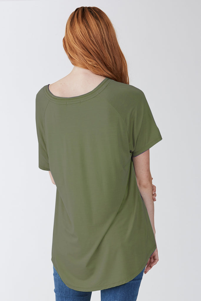 TAYLOR RELAXED FIT V-NECK SAFARI