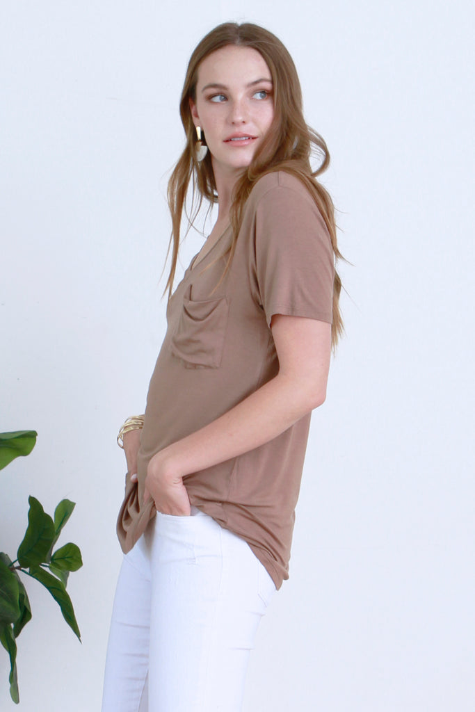 PHOENIX V-NECK TEE TOFFEE
