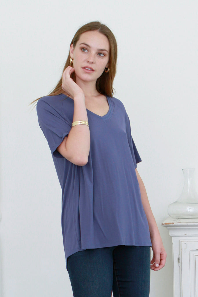TAYLOR RELAXED V-NECK DARK DENIM