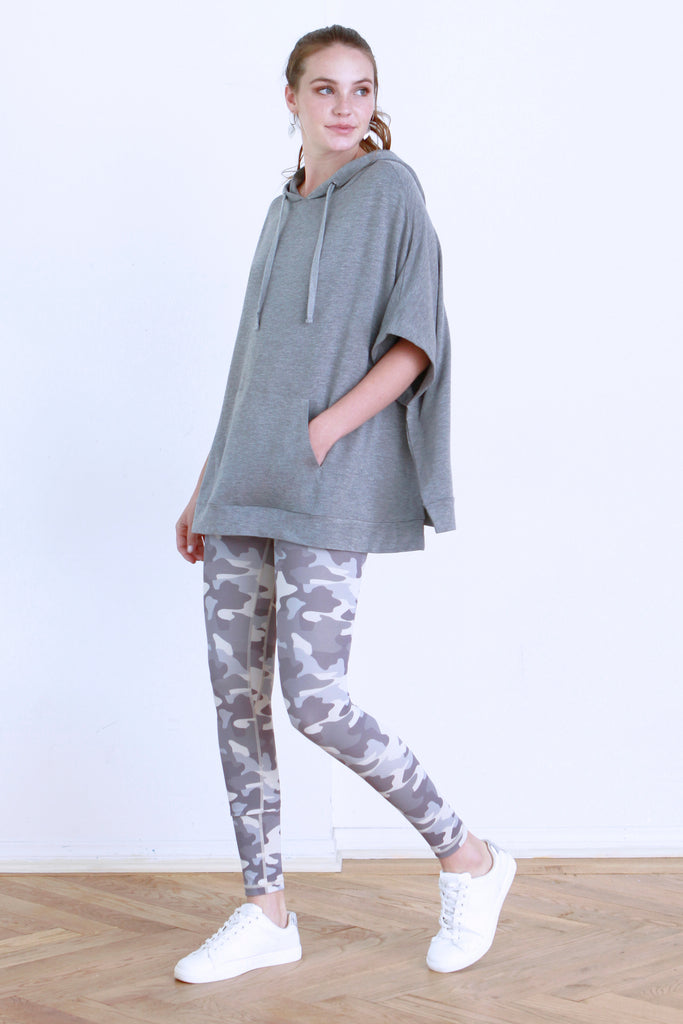 SYDNI HOODED PONCHO W/ KANGAROO POCKET HEATHER GREY