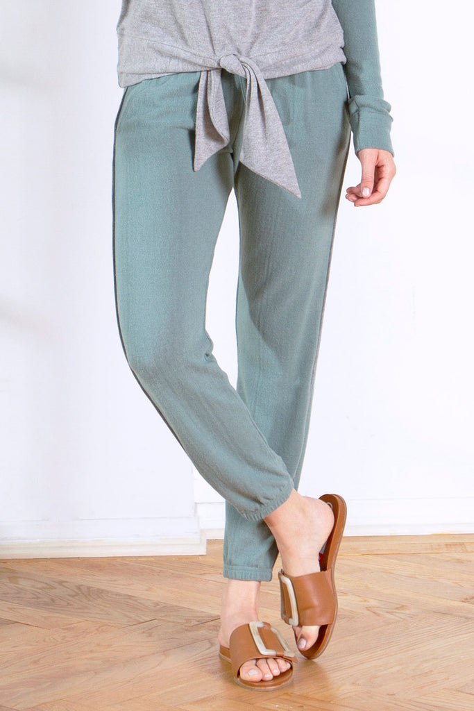 ARLA BRUSHED HACCI JOGGER W/ CONTRAST SIDE SEAM AGAVE / HEATHER GREY