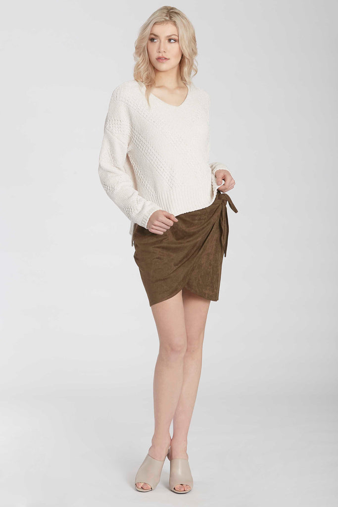 HOLLY CHENILLE SWEATER W/HI LO VENTED HEM IVORY