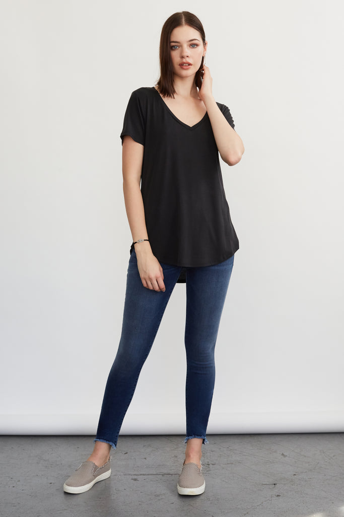VALENTINA V-NECK TEE BLACK