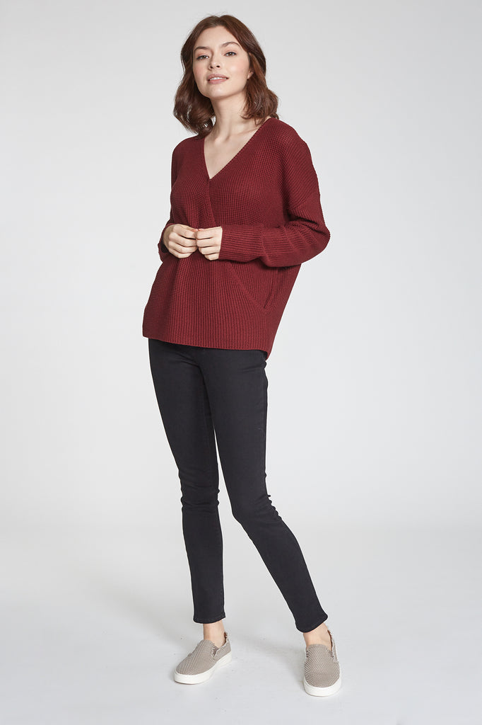 ELLIE WRAP FRONT SWEATER BORDEAUX