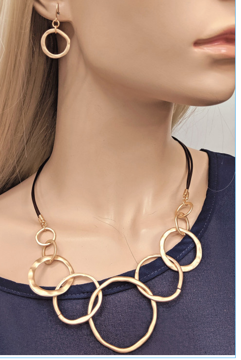 In the LOOPS Necklace & Earring Set