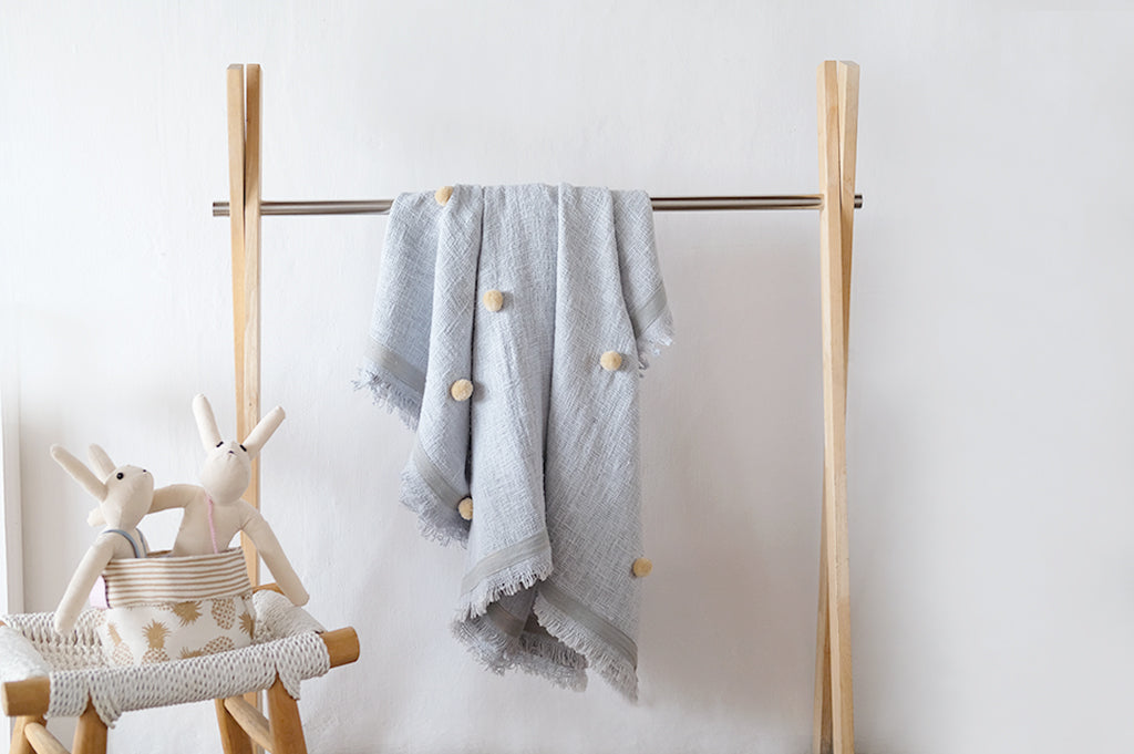 Pompom Throw Small Full Grey Natural