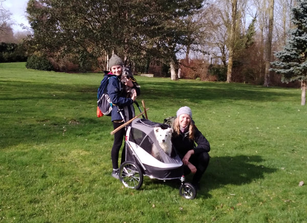 Alice, her daughter & Milla with the Sporty Innopet Dog Stroller