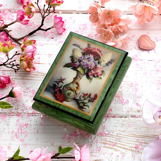 "Music Jewellery Box with Motive of ""The Little Dragon Vase"""