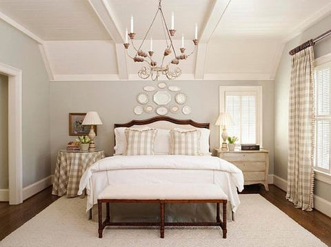 Etonnant Bedroom With A Large White Area Rug Under It