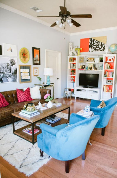 love this creatively decorated living room #theeverygirl: