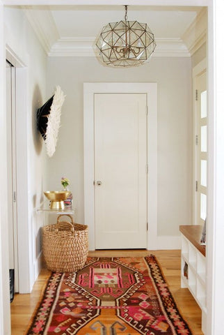 Love this entry! Such a smartly designed space. Love the rug, the front door, the entry table, love it all! Home+Tour:+A+California+Eclectic+Home+in+Silicon+Valley+via+@domainehome: