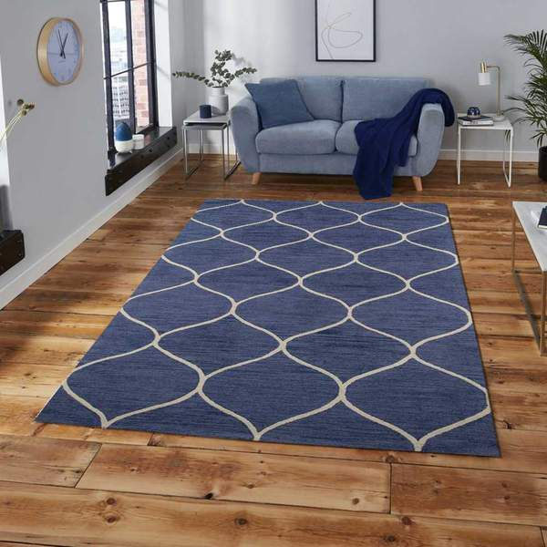 Ideas for Using Large Rugs in Your Living Room