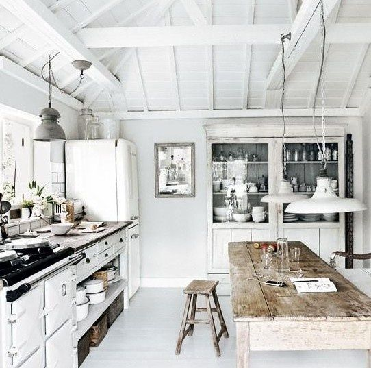 Rustic Scandinavian kitchen in white: