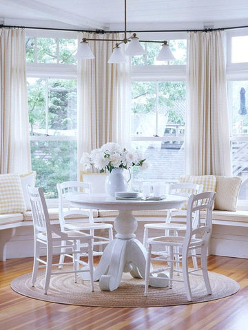Breakfast nook with a large round rug around a round table