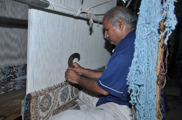 rug-weaving-knots-difference between oriental and persian rugs