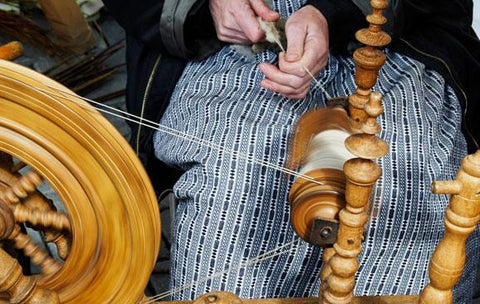 Weaving with spinning wheel