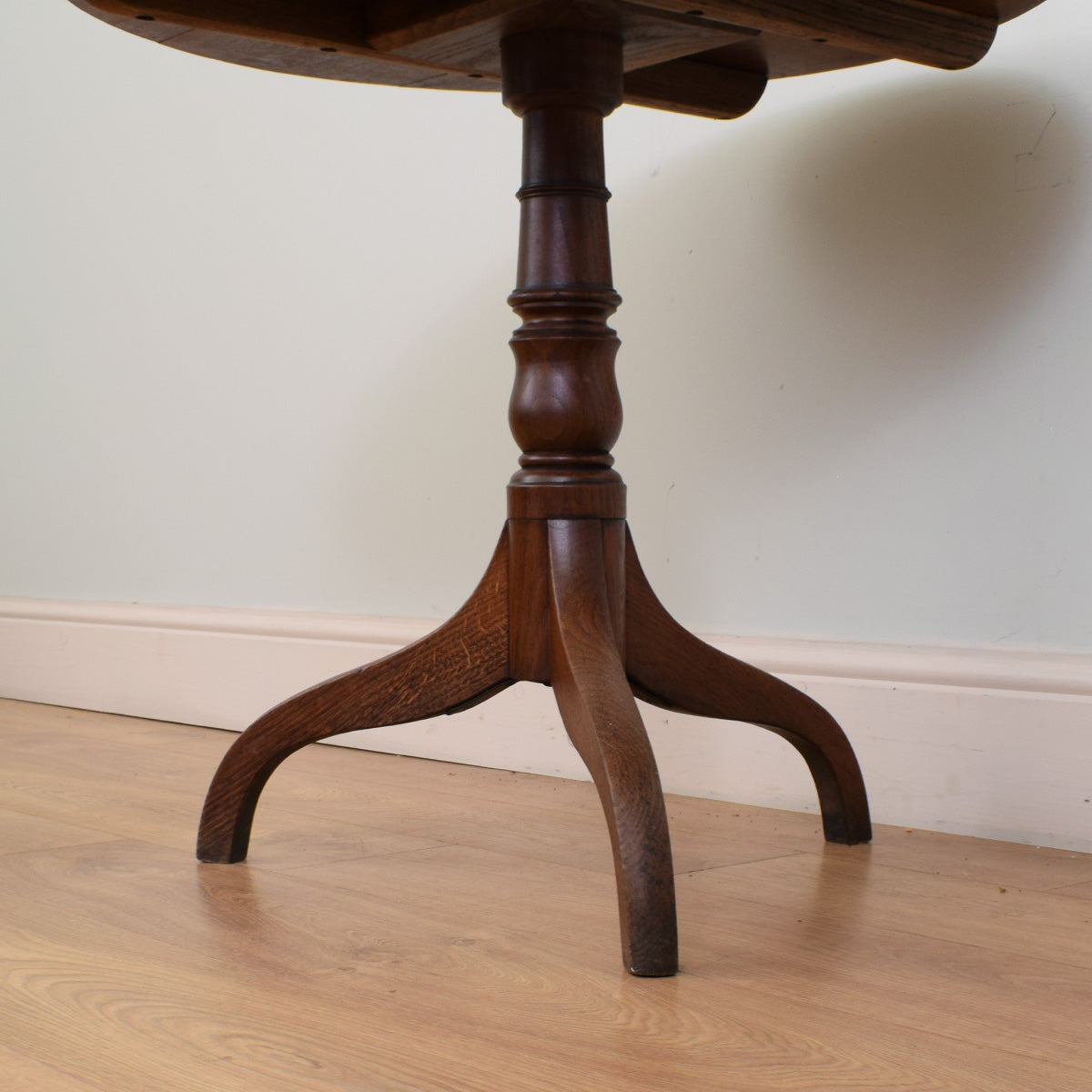 Tilt-top oak Table