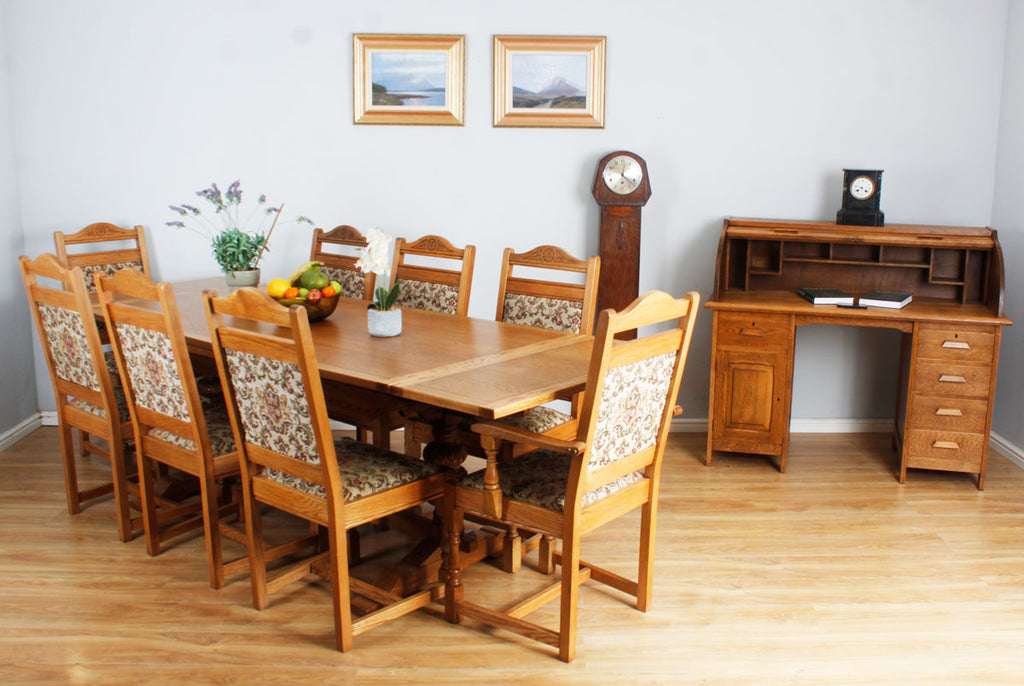 Old Charm table + 8 Chairs