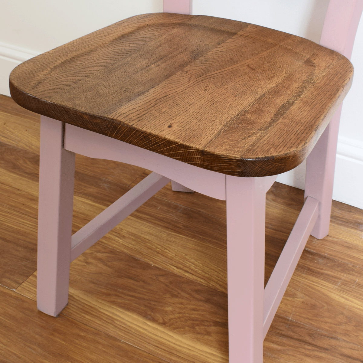 Chunky Oak Round Table and Four